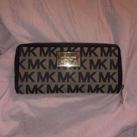 Michael Kors Handbags - Michael Kors Jet Set Continental Wallet